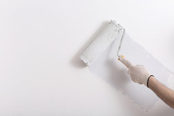 En målare i Stockholm lever upp till dina förväntningar